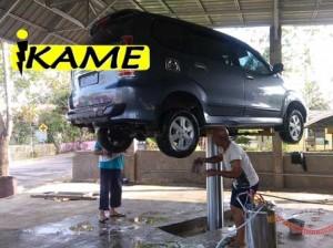 cara mencuci mobil yang benar 300x224 Langkah Mencuci Mobil yang Benar